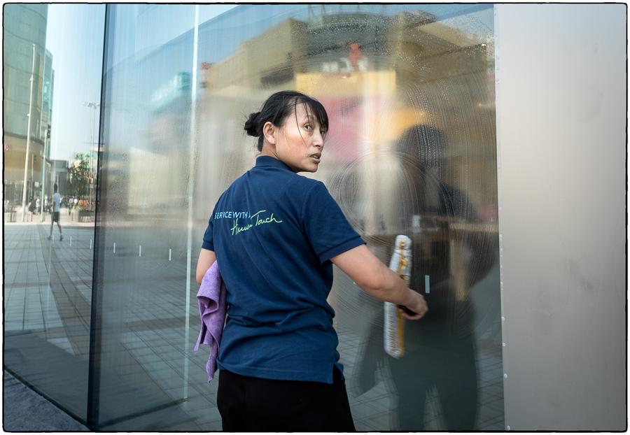 Beijing Window Washer Apple Store